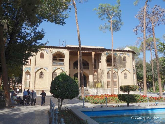 Hasht Behesht and its retirees