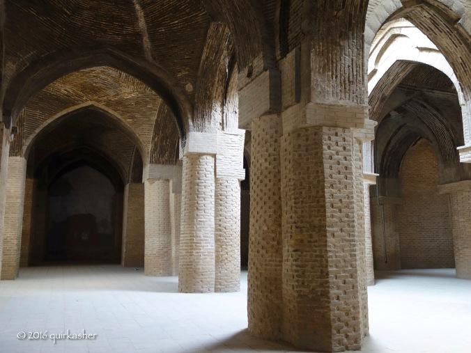 Columns inside the Jameh Mosque