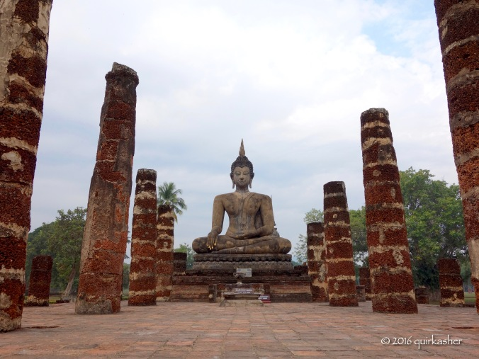 One of the Buddha statues in Wat Mahathat