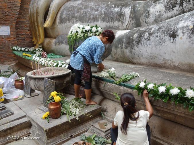 Preparing for a ritual at Wat Si Chum